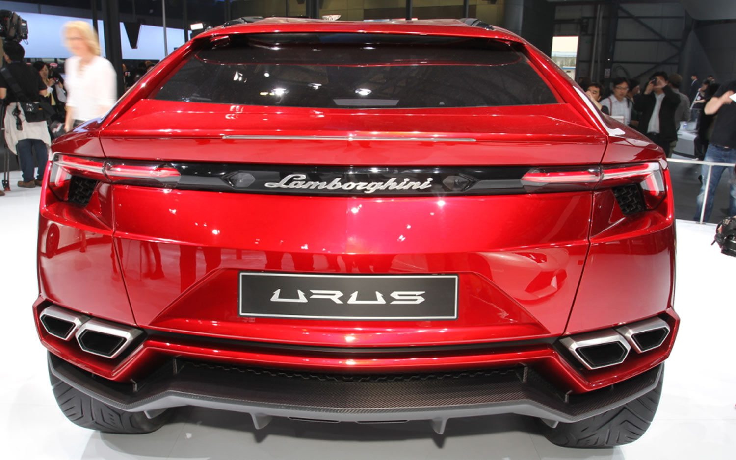 lamborghini urus le suv disponible partir de 2018. Black Bedroom Furniture Sets. Home Design Ideas